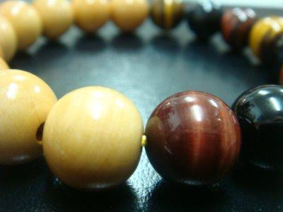 画像1: 京都・パワーストーン/柘植(つげ)の木、13mm、三色(茶、青、赤)タイガーアイ、ブレスレット 【伏見の京屋】